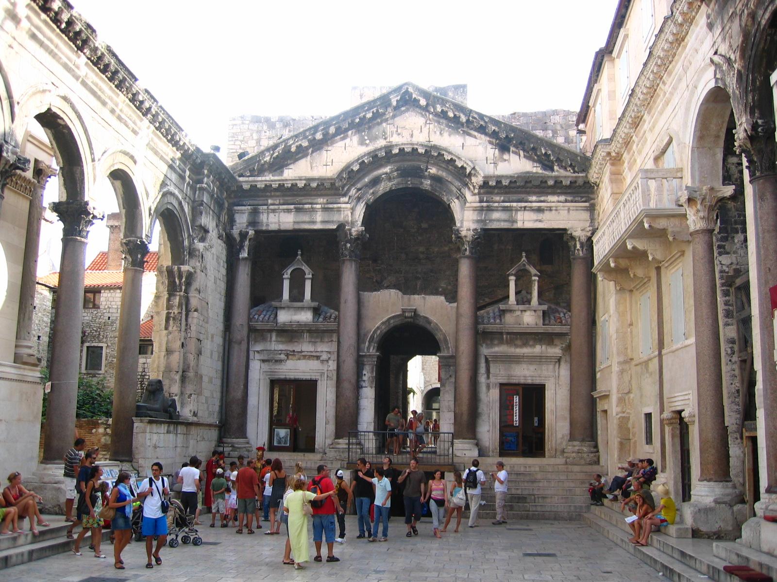 نتيجة بحث الصور عن قصر دقلديانوس