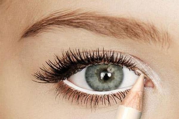 محدد العيون الأبيض