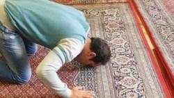 تفسير حلم شخص يمنعك من الصلاة في المنام