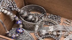 تفسير حلم شراء الفضة في المنام