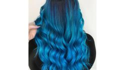 تفسير حلم صبغ الشعر باللون الأزرق في المنام