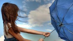تفسير رؤية الرياح تحملني في المنام
