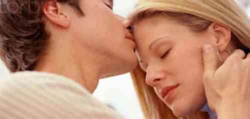تفسير حلم القبلة على الجبين في المنام
