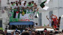 Photo of بالفيديو: الجزائريون يشجعون منتخب فلسطين ضد بلادهم