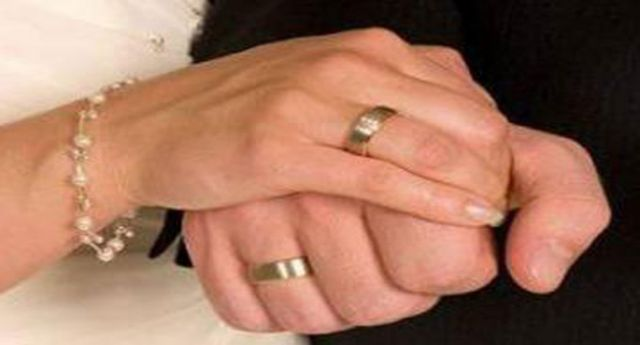 سيدة تكشف تفاصيل قصة شاب احتالها وخدعها بالزواج