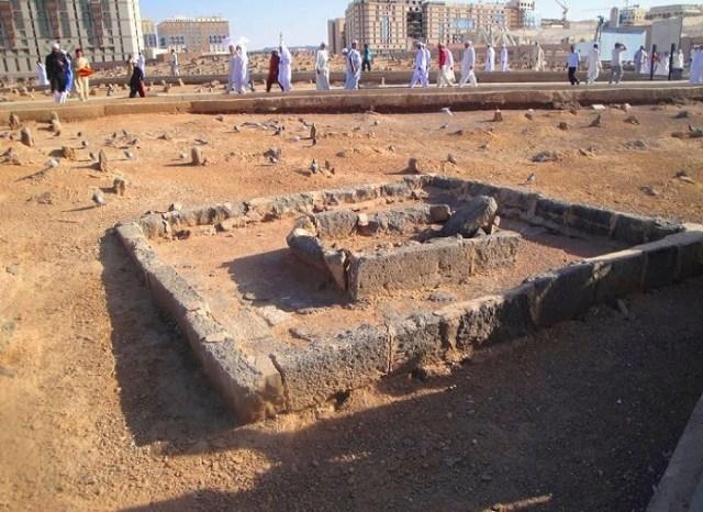 قبر ابراهيم بن الرسول محمد في مقبرة البقيع بالمدينة المنورة