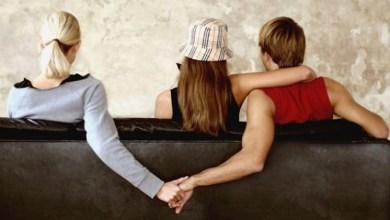 """Photo of زوج أمام محكمة الأسرة: ضبطت زوجتى مع عشيقها فى وضع مخل فقالا لي: """"بنحب بعض"""""""