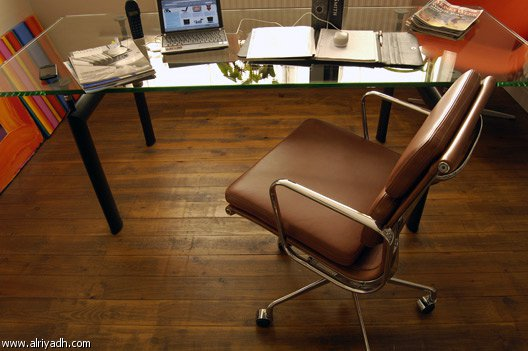 مكتب موظف