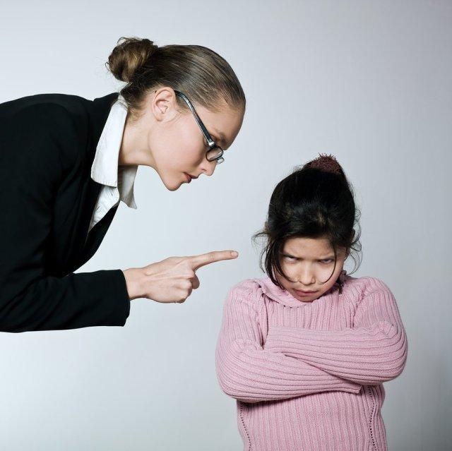 عقاب طفل تربية