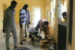 سواعد طلابية تعمرّ منزل والي شرق دارفور بعد الحرق