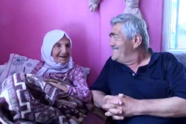 امرأة تبلغ 111 لديها 120 حفيدا تكشف سر طول عمرها1