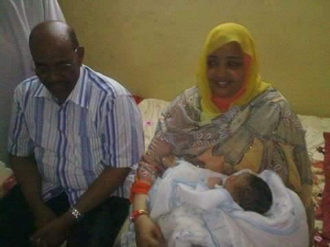 ما هي حقيقة استقبال الرئيس السوداني البشير لطفله الأول؟