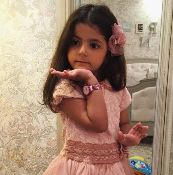 من هي الطفلة ايلين شقيقة رغد دايز التي تسببت بفوضى بأحد مولات جدة1