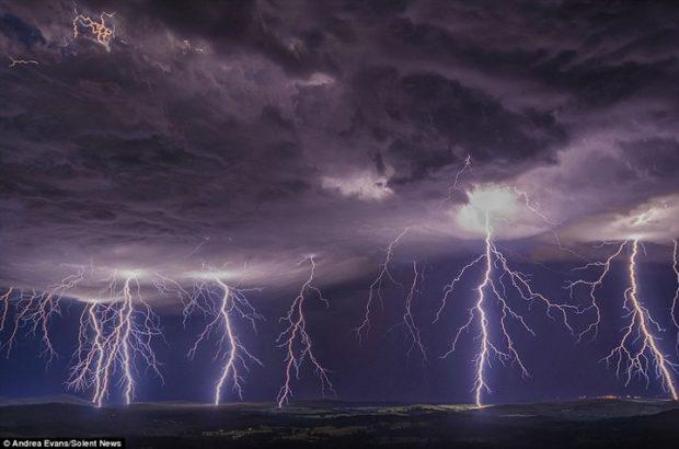 أسترالية تلتقط صور رائعة لظاهرة البرق1