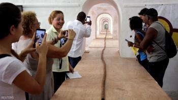People look at the world's longest cigar that stretches 295 feet 4 inches (90 metres), in Havana, Cuba, August 12, 2016. REUTERS/Enrique de la Osa