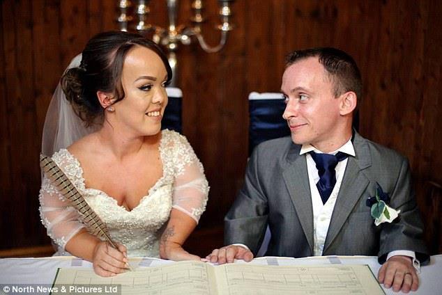 حفل زفاف قزمين أشبه بالقصص الخيالية1