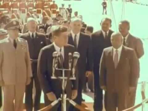 """الرئيس الامريكي بحتفي بالرئيس السوداني في زيارة تاريخية، عبود الذي هتف شعبه بعد تنحيه من الحكم """"ضيعناك وضعنا وراك"""" .. جون كينيدي وعبود.. فيديو"""
