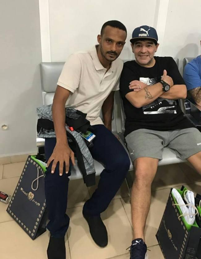 بالصورة.. العيون المغربية تحتضن برنس الكرة السودانية وأسطورة كرة القدم العالمية