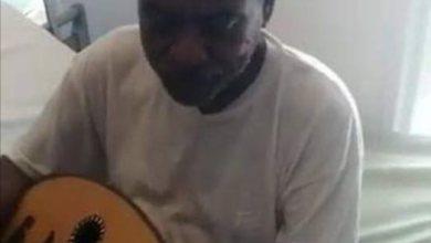 Photo of شاهد الفيديو الذي صنف كأروع مقطع .. مريض كورونا في السودان يعزف ويغني بمعنويات عالية ويطرب الكادر الطبي (أحلى منك قايلة بلقى)