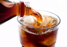تناول المشروبات الغازية وسكر الفاكهة يؤثر سلبا على الكلى
