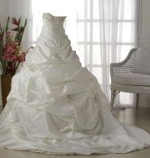 """شاب  يطلق زوجته بسبب """"أجرة"""" فستان الزفاف ويتزوج أخرى بثمنه"""