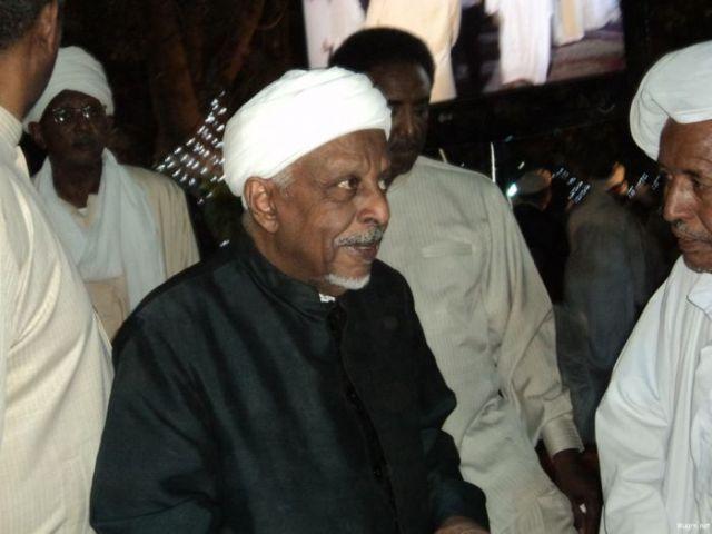 """""""الميرغني"""" يرفض طلباً لـ""""المهدي"""" بمقاطعة الانتخابات القادمة"""