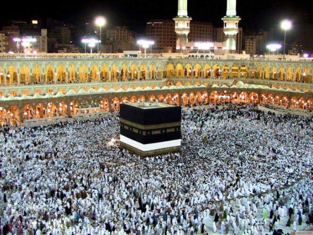 إمام الحرم المكي الشيخ ماهر المعيقلي يزور الخرطوم