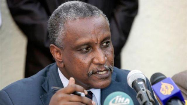 الحكومة : عرمان لم يطلب ضمانات لزيارة الخرطوم