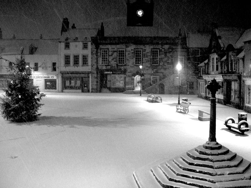 """""""Alnwick marketplace - snow - night"""" by Andy Armstrong - http://www.flickr.com/photos/andyarmstrong/89441086/sizes/o/. Licensed under Creative Commons Attribution-Share Alike 2.0 via Wikimedia Commons - http://commons.wikimedia.org/wiki/File:Alnwick_marketplace_-_snow_-_night.jpg#mediaviewer/File:Alnwick_marketplace_-_snow_-_night.jpg"""