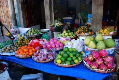 Bunte Fruchtmischung auf dem Markt