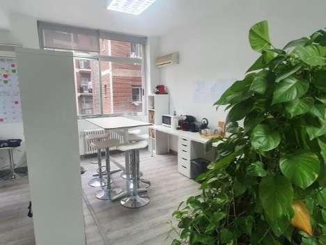 Interesante oficina en Ríos Rosas