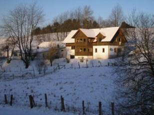 Wohnhaus mit Stallungen