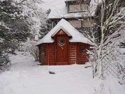 Unsere urige Grillhütte im Schnee