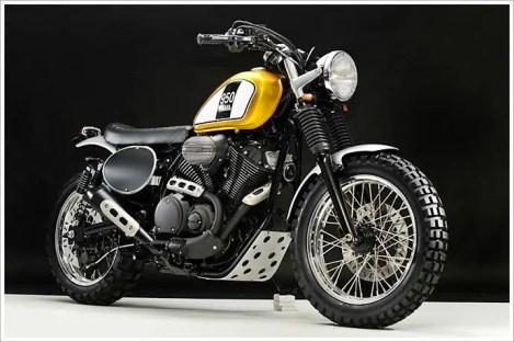 Greg Hagemans Scrambler-Umbau der XV950 aus 2014 steht zwar noch satter auf den breiten Rädern, kam der jetzt vorgestellten Yamaha SCR950 aber schon sehr nahe.