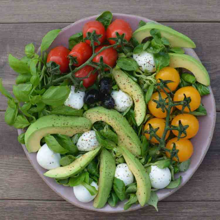 Simple Mozzarella Salad Bowl