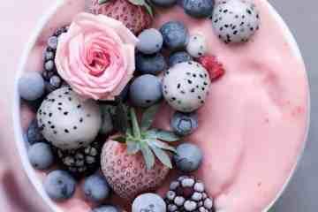 frosty Vegan strawberry smoothie bowl