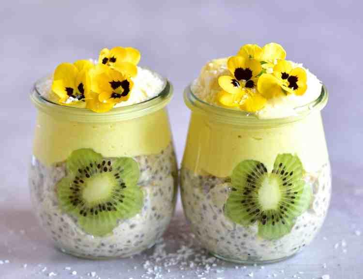 Overnight oats with kiwi-mango yogurt