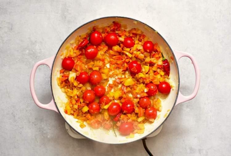 healthy, vegetarian, one pan easy shakshuka recipe