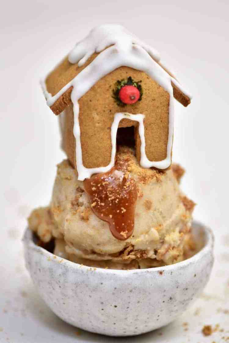 Christmas Gingerbread Ice Cream with Gingerbread Cookie mug topper. an easy christmas dessert recipe