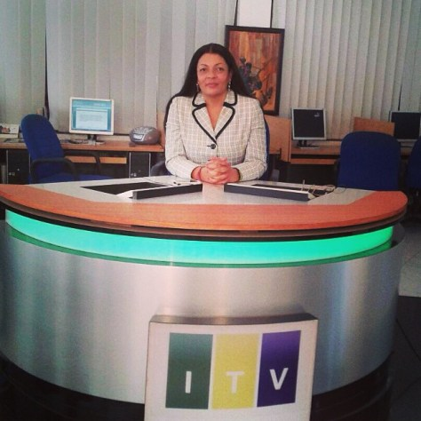 Mh. Shy-Rose alipokuwa anasoma habari Televisheni ya 22/08/2014 Kamati ya uongozi EALA ilipotembelea IPP Media