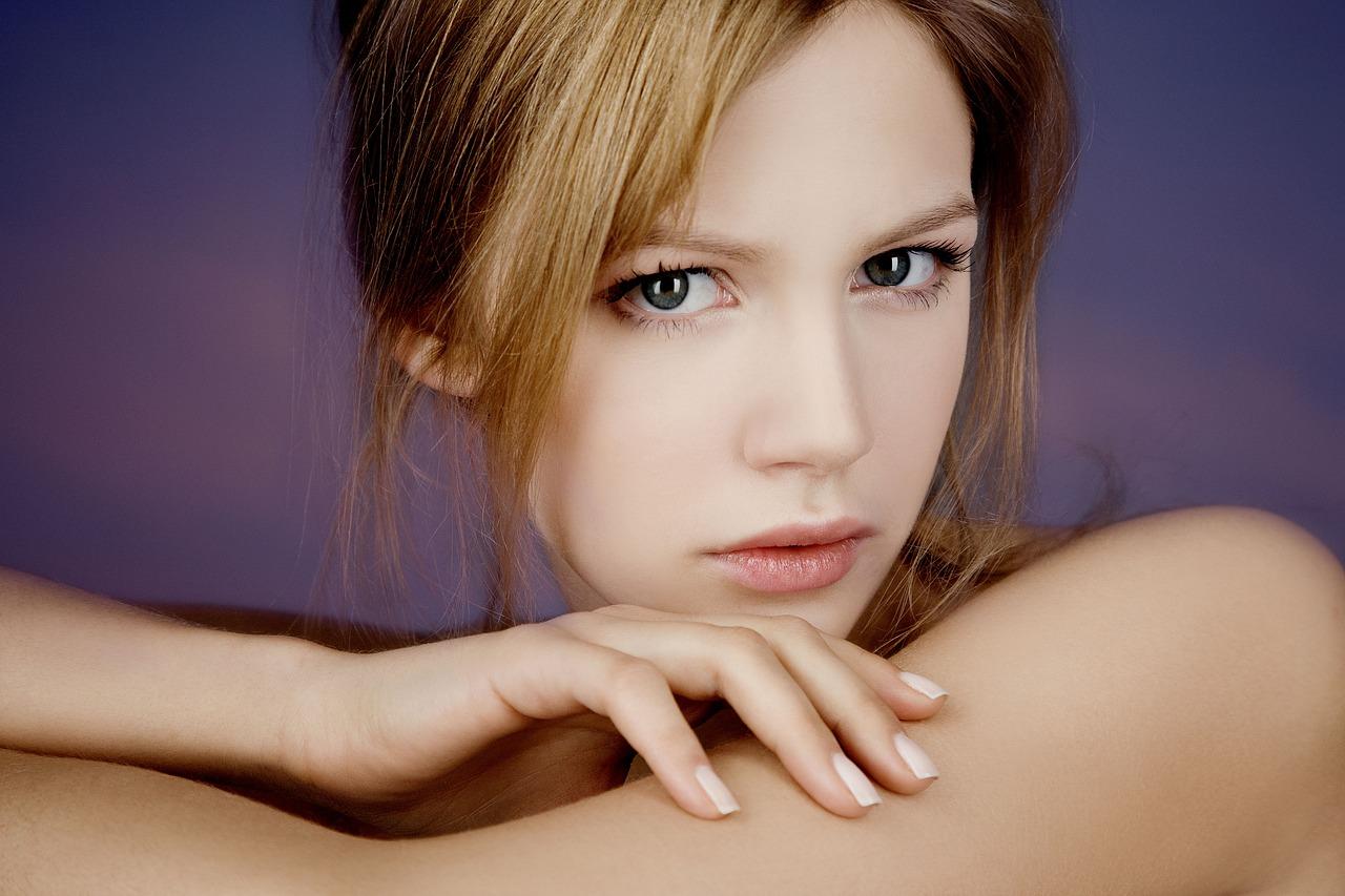 4 Ways to Get Glowing Skin at Home