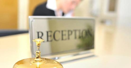 Φεύγοντας από τη Βρετανία, μπήκε στην καραντίνα και «αναβίωσε» το ξενοδοχείο