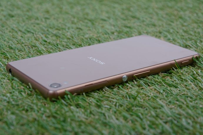 Sony Xperia Z3 - rear view at an oblique angle