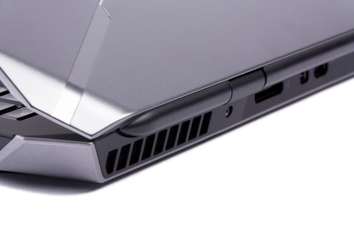 Dell Alienware 17 R2 - rear