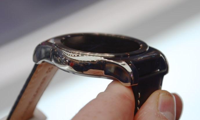 LG Watch Urbane - side view
