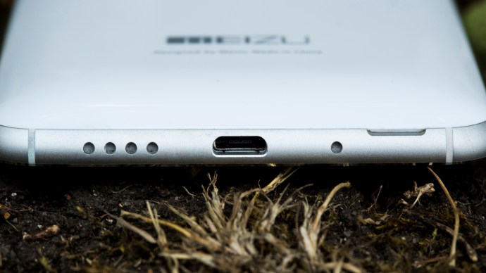Meizu MX4 Ubuntu Edition review: Bottom edge and microUSB charging port