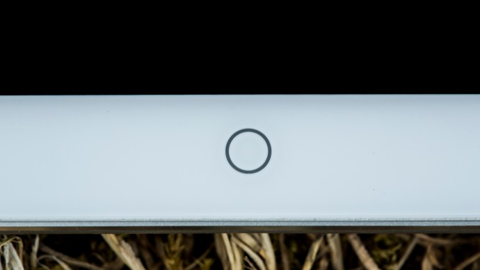 Meizu MX4 Ubuntu Edition review: The home button on the front is capacitive and glows gently when tapped