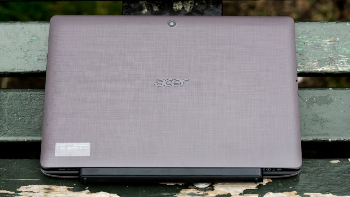 Acer Aspire Switch 10 E review: In laptop mode, closed