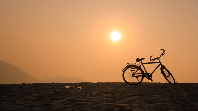 bicycle-bike-on-beach-in-sunset