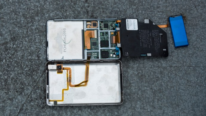 ipod-classic-ssd-board-and-battery-exploded